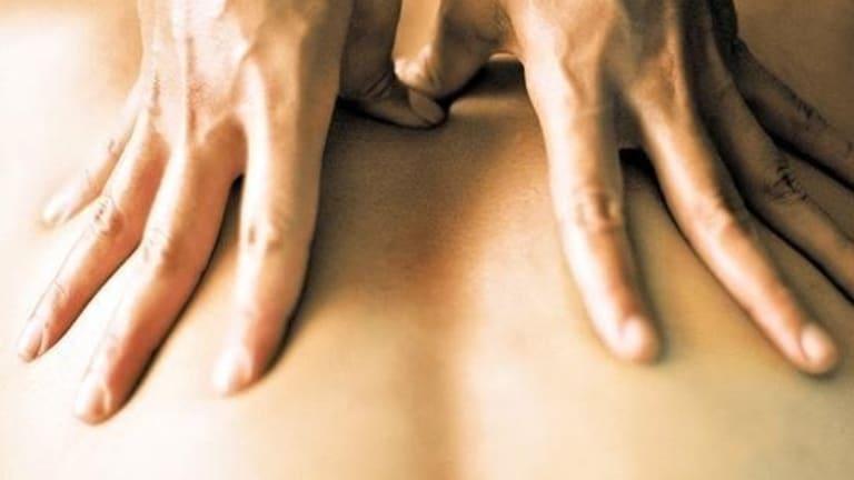 Mature massage parlour worker Dyanna Lauren undressing for oral sex № 528087 бесплатно