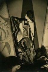 Tamaris with a large Art Deco scarf 1925, courtesy Condé Nast Archive.
