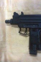 The 9mm Uzi machinegun.