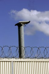 A report by the Victorian Ombudsman says the prison population has grown by 25 per cent in three years.