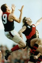 Darren Bennett flying high for Melbourne in 1990.