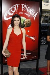 Mary Elizabeth Winstead poses at the premiere of the movie Scott Pilgrim vs. the World