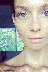 Pop star Ricki Lee's no make-up selfie.