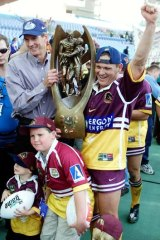 Front runner ... Wayne Bennett hopes to repeat his premiership wins with the Broncos in 2000, pictured, and the Dragons in 2010 at Newcastle.