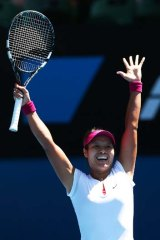 Li Na celebrates her victory.