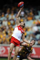 Sydney's Henry Playfair controls Hawthorn's Thomas Murphy in round ten.