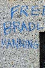 More graffiti on the statue.