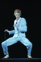 David Bowie in the ice-blue Freddie Burretti suit on stage in Los Angeles in October 1974.