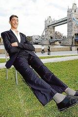 Sultan Kosen, the world s tallest man, in London.