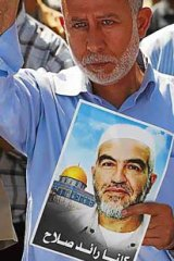 Palestinian Islamic Jihad leader Muhammed Al Hindi holds a picture of Sheik Raed Salah, the leader of the northern branch of the Islamic Movement in Israel.