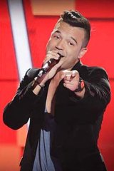 Is that Ricky Martin? Nope, it's Carlos doing a rendition of Beyonce's <em>Crazy In Love</em>.