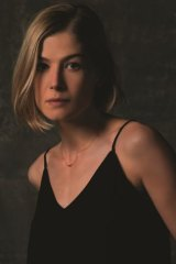 """It does make you look at yourself"": Rosamund Pike as the manipulative Amy Elliott-Dunne in <em>Gone Girl</em>."