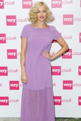 Mixing it up ... Fearne Cotton effortlessly works flapper waves.
