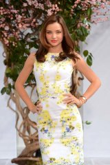 Coconut oil gets the thumbs-up from Miranda Kerr, who says she eats it every day.