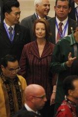 Prime Minister Julia Gillard arrives for the East Asia Summit gala dinner in Nusa Dua, Bali.