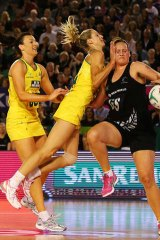 Bancia Chatfield (L) and Laura Geitz of the Diamonds clash during game four of the 2013 Constellation Cup.