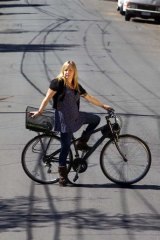 Sian Bloom says a bike lane would have prevented the accident that fractured her shoulder.