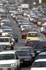 Kwinana Freeway motorists warned to beware of speeding car.