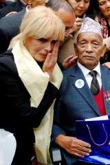 Joanna Lumley with Tul Bahadur Pun, who served with her father.