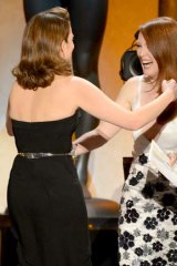 Hey y'all ... Tina Fey and Julianne Moore meet on stage at the SAG awards.