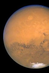 Life on Mars? New evidence suggests the origins of life on Earth began on Mars.