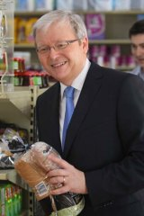 Kevin Rudd at a corner shop in Brisbane.