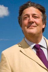 English actor Stephen Fry is calling for a boycott of the Sochi Winter Olympics.