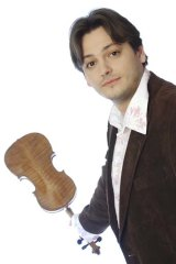 Maxim Rysanov will perform contemporary pieces with the Lithuanian Chamber Orchestra.