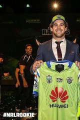 NRL Rookie winner Lou Goodwin has chosen to sign with the Canberra Raiders.