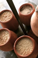 Wine in amphora pots used by Dormilona for its Clayface range