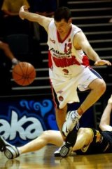 Brad Williams in action for the Cannons against the  Bullets in 2001.
