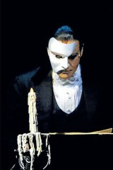 Anthony Warlow in <i>The Phantom of the Opera</i>.