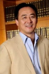 Wang Hua has focused his taste for the opulent on a Toorak mansion.
