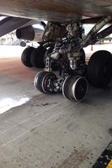 United Airlines plane: Blown tyres. @BrendenWood