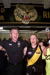 Danny Frawley and Matthew Knights celebrate Richmond's semi-final win over Carlton in 2001.