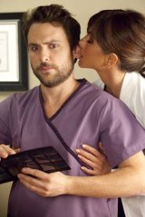 Lobe rider ... Jennifer Aniston's dentist tries to get a piece of Charlie Day's Dale.