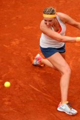 Victoria Azarenka beats Alize Cornet in three sets.