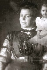 Mrs Shaw and the psychic picture of Mrs Coates' daughter Agnes, circa 1910.