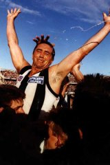 Tony Shaw celebrating after the 1990 grand final win.