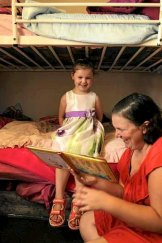 Kelli Hobson reads to her daughter Emma, 4.
