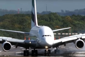 Superjumbo makes incredible, swerving landing in strong winds