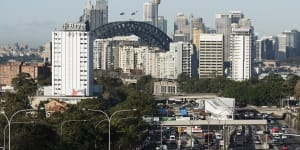 Sydney's new harbour road tunnel at risk of delay after contract U-turn