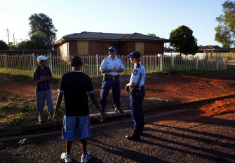 Police officers chatting with two boys at the then Gordon Estate in 2006.