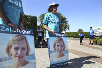 Zali Steggall supporters at Brookvale Oval.