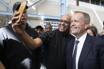 Bill Shorten poses for a selfie during a marginal seat visit in Melbourne.