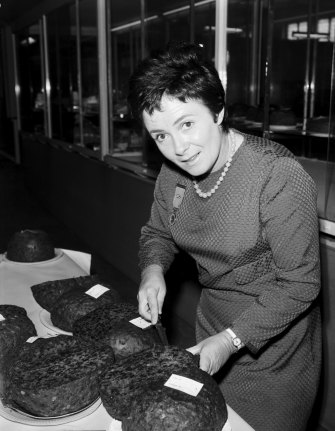The original housewife superstar, Margaret Fulton went from teaching cooking classes for the Gas Board to selling 1.5 million copies of her debut cookbook.
