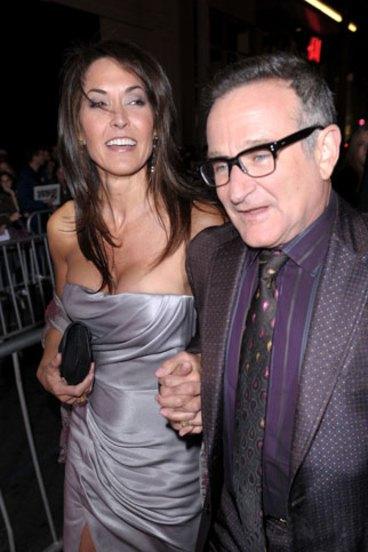 The Darkness And Light That Drove Robin Williams Robin williams le era infiel a su primera esposa y ella lo permitía. light that drove robin williams