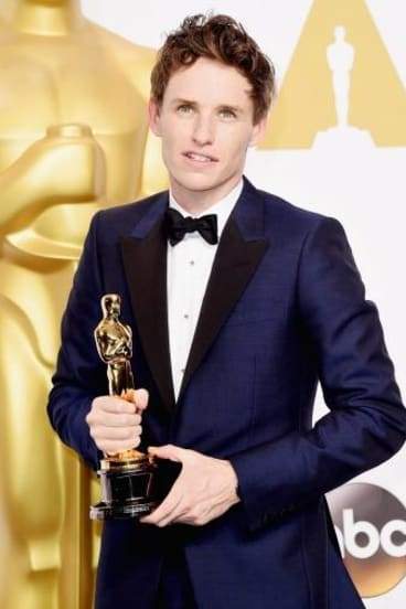 Eddie Redmayne with his Oscar statue.