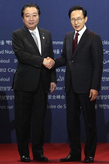 South Korean President Lee Myung-bak (R) and Japanese Prime Minister Yoshihiko Noda.