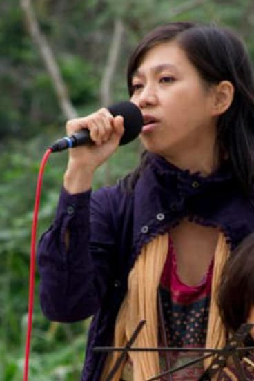 Singer-songwriter Ua sings for refugees at a concert.